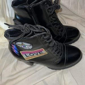 ALDO  BLACK ANKLE BOOTS WITH PATCHES SIZE 8.5
